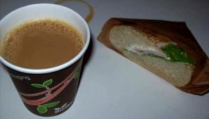 Kaffe och kalkonmacka